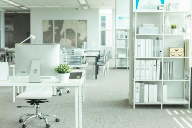 Moderne kontor med belysning
