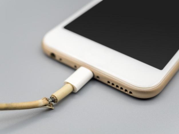 Ødelagt iphone ladekabel